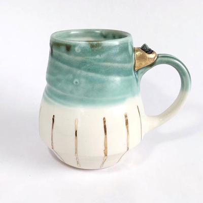Инстаграм профил с глинени чаши